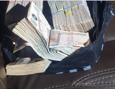 Incautan casi Q117 mil en efectivo dentro de un vehículo en Mixco