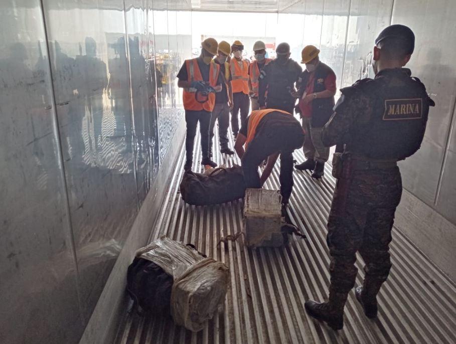 Localizan 100 paquetes de cocaína en maletas que transportaba un buque que atracó en Escuintla y venía de Colombia
