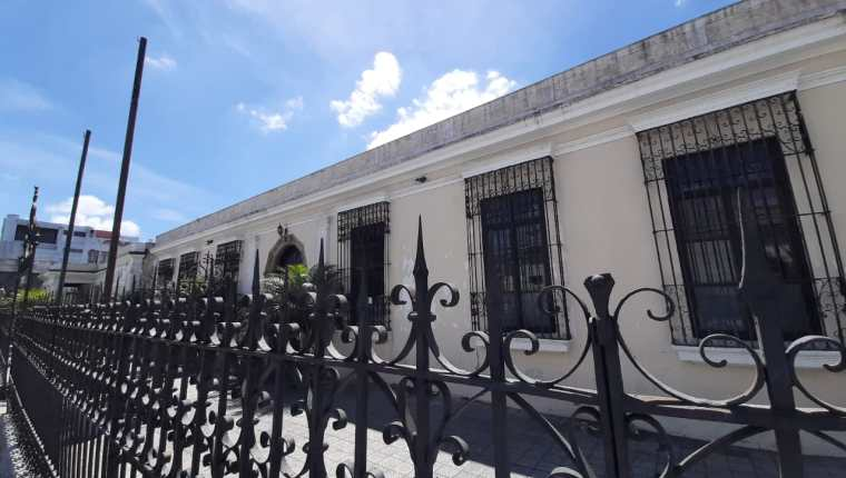 El inmueble ubicado en la 13 calle 02-52 zona 1 de la capital, donde funcionó la sede del extinto Partido Líder pasó a manos de la Senabed. (Foto Prensa Libre: MP)