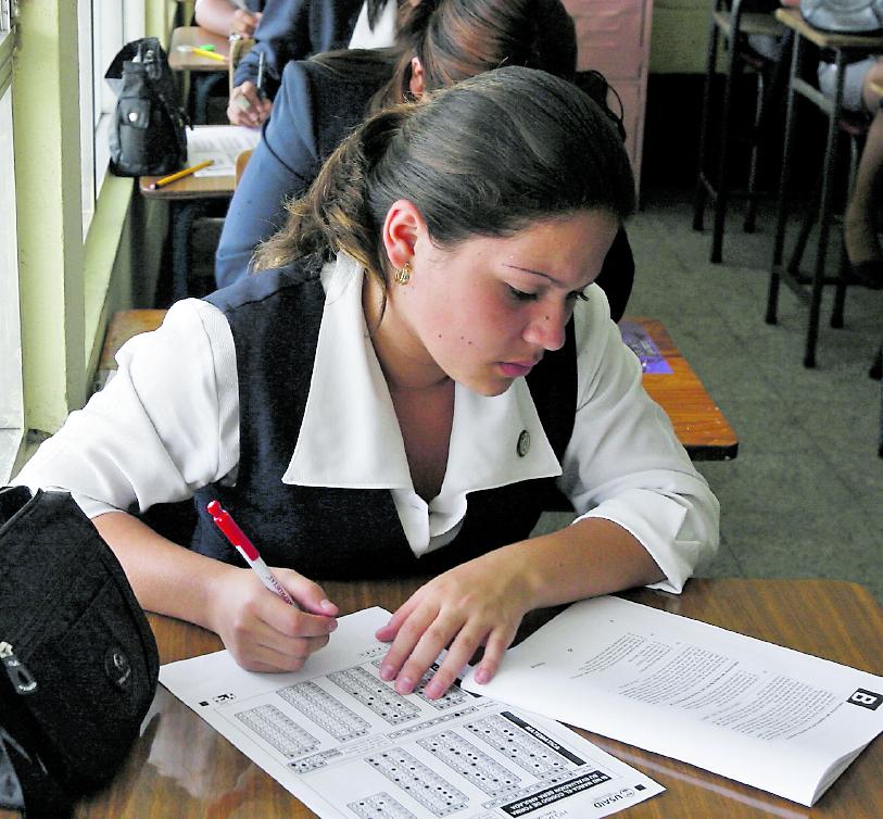 La secundaria es el nivel en donde más estudiantes desertaron durante el 2020, según reporte preliminar del Ministerio de Educación. (Foto Prensa Libre: Hemeroteca PL)