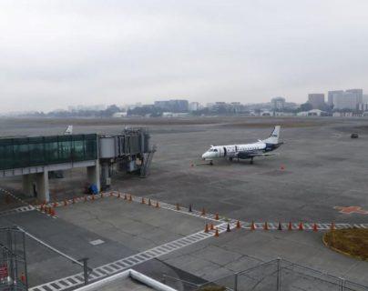 Aeropuerto La Aurora reanuda operaciones luego de 24 horas de estar cerrado por la ceniza que lanzó el volcán Pacaya