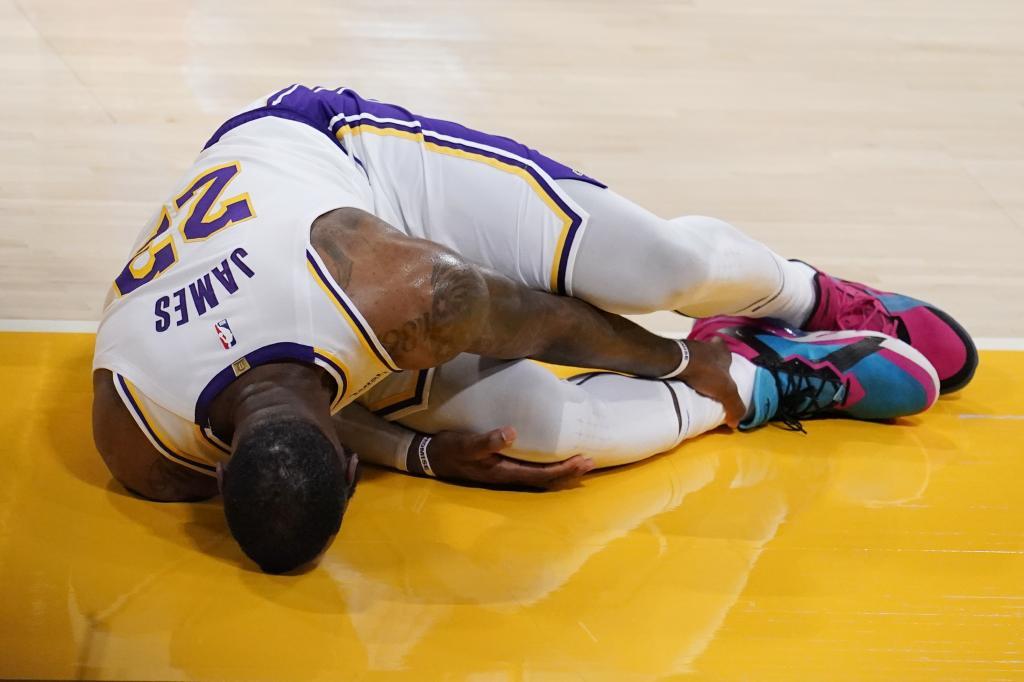 La lesión de tobillo de LeBron James enciende las alarmas en los Lakers