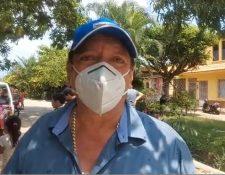 El diputado Luis Galindo en una de las entregas de alimentos en Retalhuleu, según pudo documentar el medio local Canal Noti Retalteco. (Foto Prensa Libre: captura de pantalla)