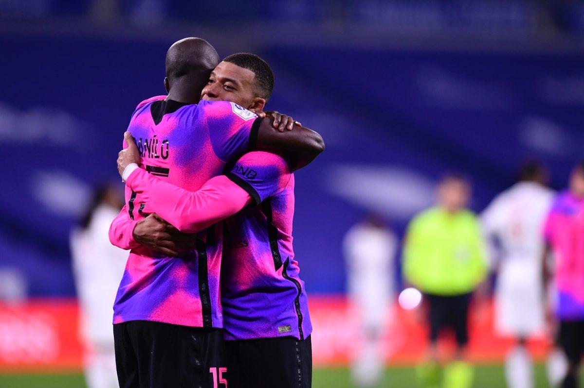 Mbappé guía al PSG contra el Lyon para recuperar el liderato