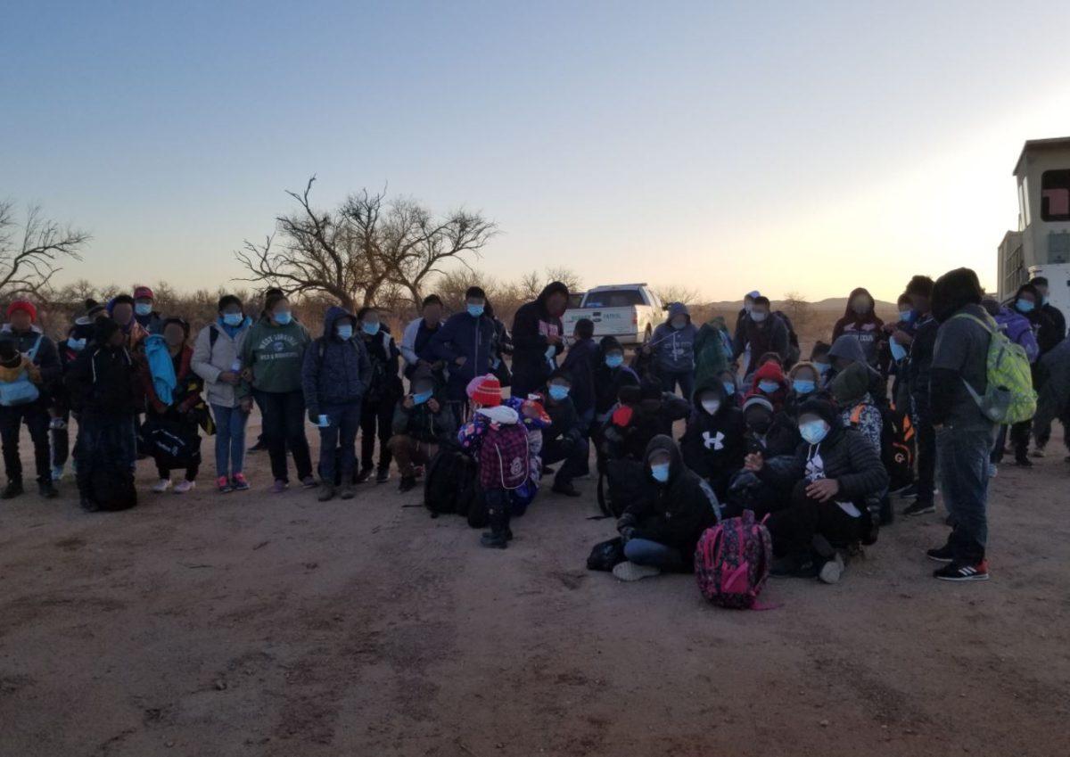Arrestos mensuales de migrantes en frontera de Estados Unidos aumentan 71% y llegan a su mayor nivel en 20 años