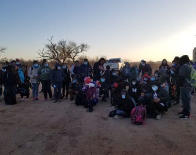 Más de 130 migrantes, la mayoría guatemaltecos y menores no acompañados, se entregan a la Patrulla Fronteriza en Arizona