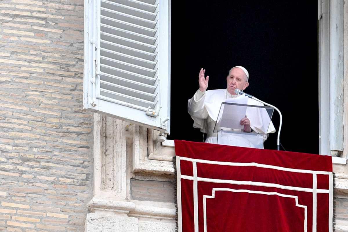 El Vaticano aclara que no puede bendecir las uniones entre personas del mismo sexo
