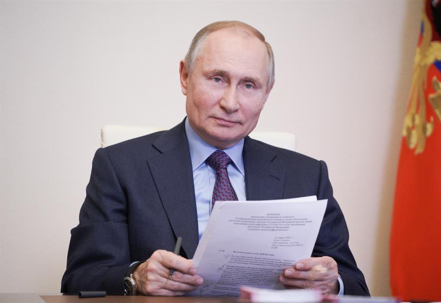 El presidente ruso Vladimir Putin fue vacunado contra el covid-19