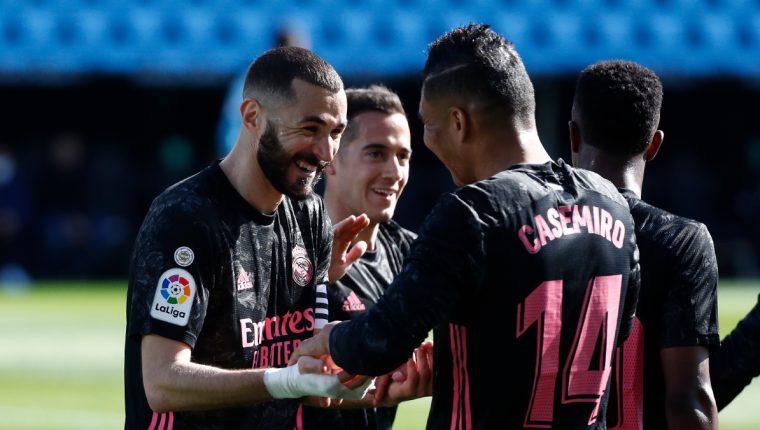 Karim Benzema festeja con Casemiro uno de los goles en la victoria contra el Celta de Vigo. (Foto Real Madrid).