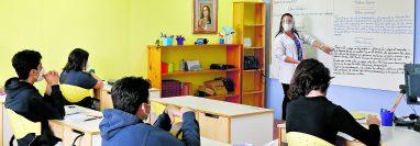 Los colegios privados que están en municipios en alerta naranja continuarán con el modelo híbrido de enseñanza. (Foto Prensa Libre: Hemeroteca PL)