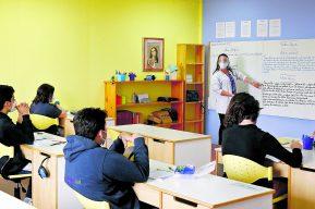Coronavirus: ¿Presenciales o desde casa? Persisten dudas en colegios sobre cambios en sistema de enseñanza