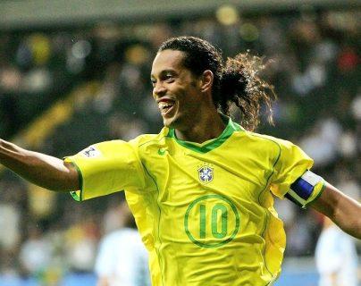 Ronaldinho cumple 41 años y los seguidores recuerdan sus hazañas