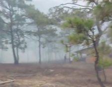El incendio amenaza a varias viviendas de la localidad.