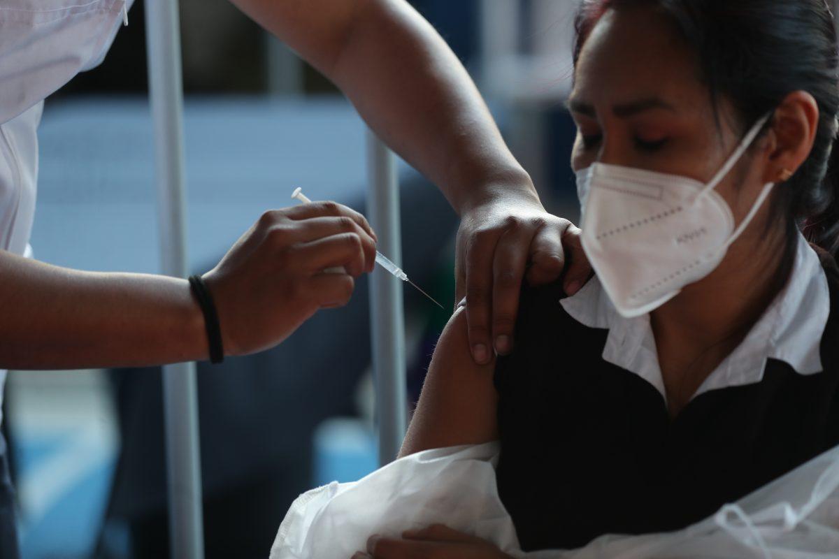 Vacunación contra el covid-19 expone deficiencias en el SIGSA