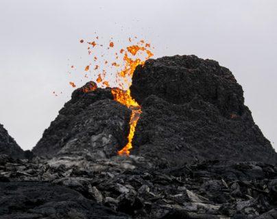 ¡Impactante! Captan increíbles imágenes en dron de la erupción volcánica en Islandia
