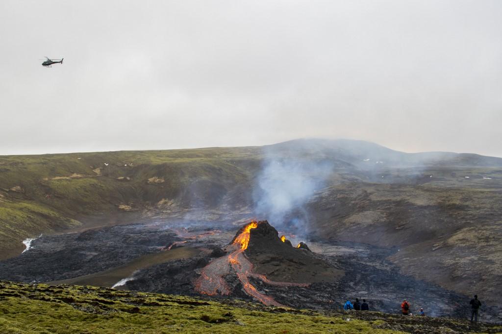 Flujos de lava del volcán Fagradalsfjall en erupción, a unos 40 km al oeste de la capital islandesa, Reykjavik. (Foto Prensa Libre: AFP)