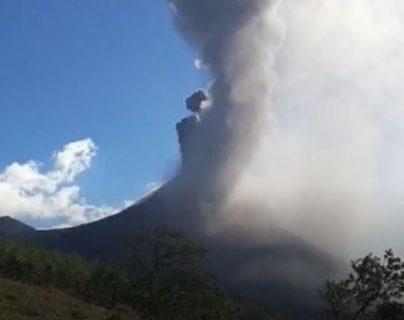 Volcán Pacaya vuelve a incrementar su actividad y así puede ver la erupción en tiempo real