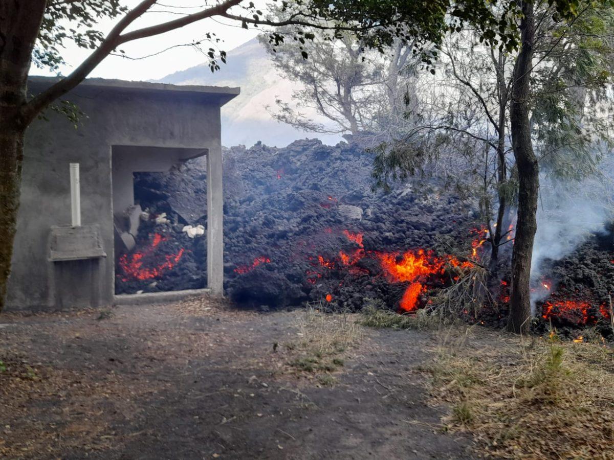 Flujo de lava del volcán Pacaya está a 1.5 kilómetros de la comunidad más cercana, El Patrocinio