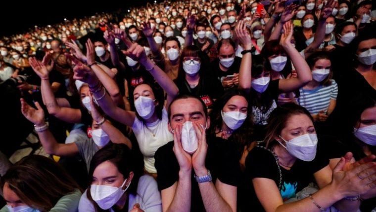 Unas 5.000 personas asistieron al convierto de Love of Lesbian.