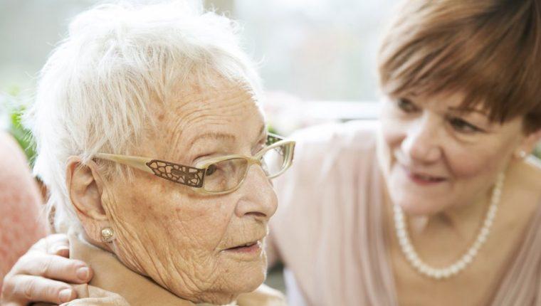 Las mujeres son más vulnerables a sufrir infartos cerebrales -porque viven más- con consecuencias para la memoria y procesos cognitivos. (GETTY IMAGES)