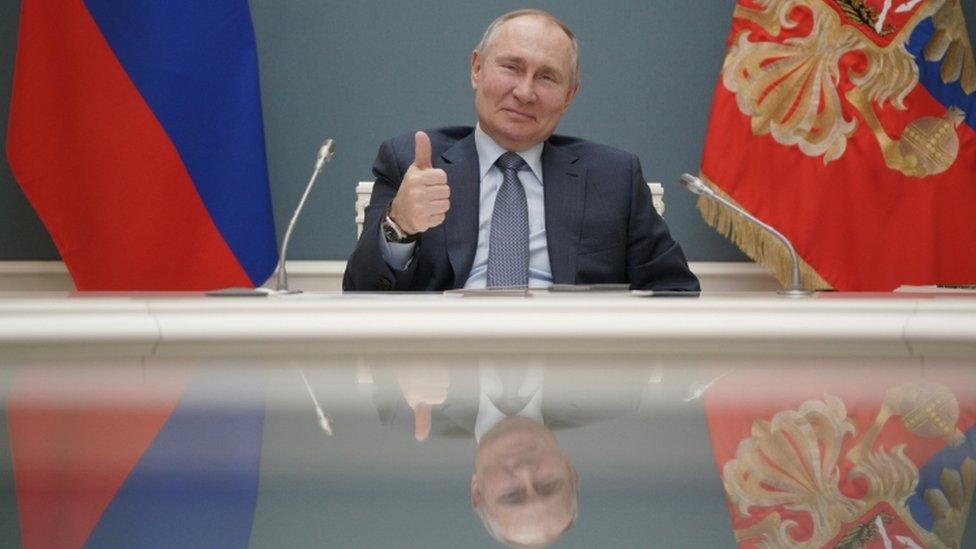 Putin firma la ley que le permitirá estar en el poder hasta 2036