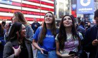 Empleados de Coinbase en Nueva York antes del lanzamiento de la empresa en el Nasdaq.