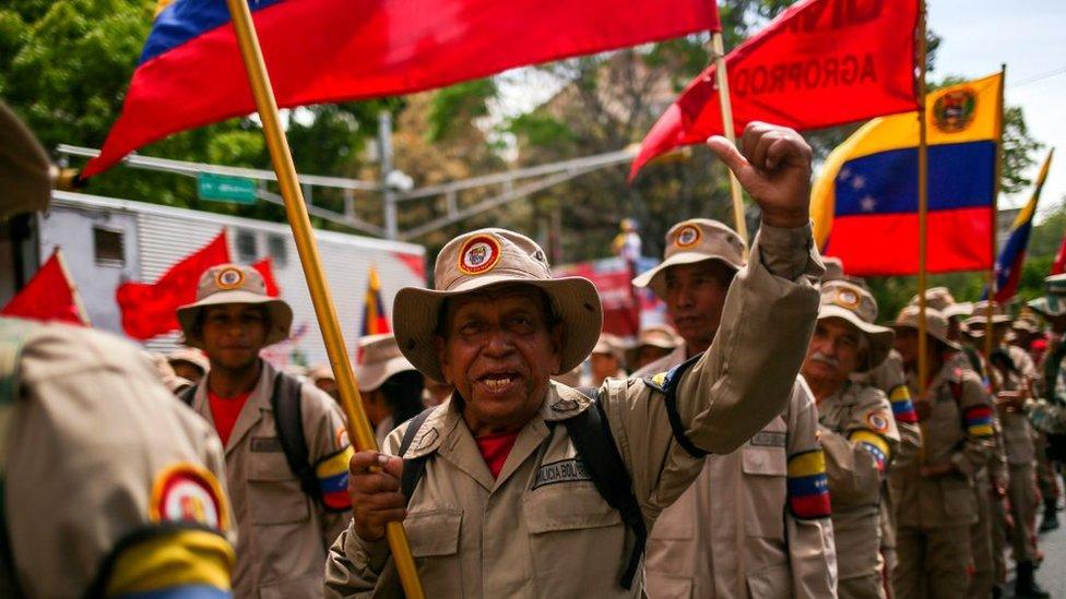 """Tensión en Apure y Arauca: qué es la """"guerra de todo el pueblo"""", la doctrina militar castrista con la que Maduro justificó el envío de 1.000 milicianos a la frontera con Colombia"""