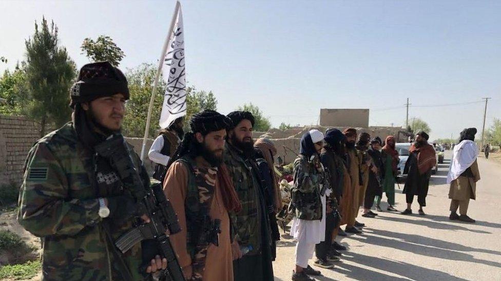 """Acceso exclusivo de la BBC al territorio controlado por el Talibán en Afganistán: """"Hemos ganado la guerra, EE.UU. ha perdido"""""""