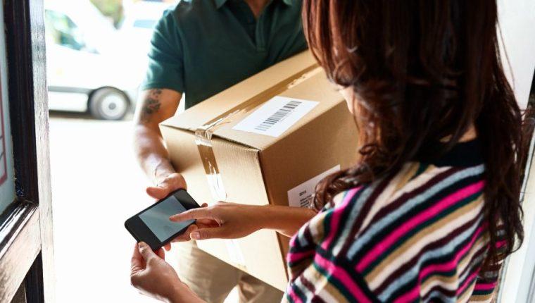 Algunos consumidores en Reino Unido que han hecho compras online en tiendas de la UE han notado cambios. GETTY IMAGES