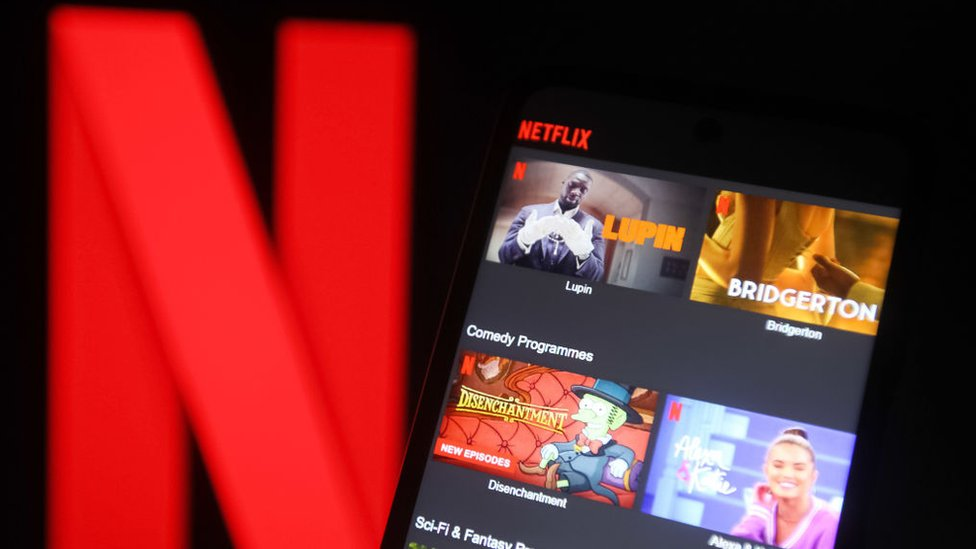 Por qué las acciones de Netflix se desplomaron en bolsa