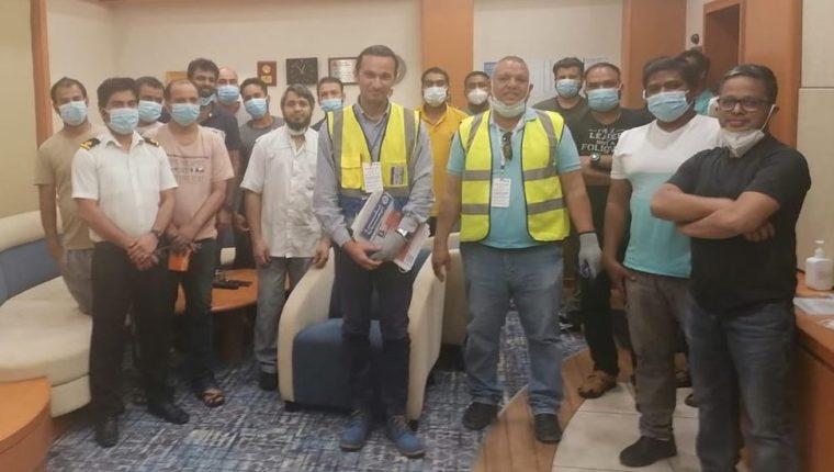 Representantes de la Federación Internacional de Trabajadores del Transporte (ITF) abordaron el domingo el Ever Given para comprobar la salud y el bienestar de la tripulación.