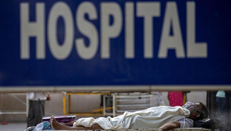 Los hospitales en India están al borde del colapso.