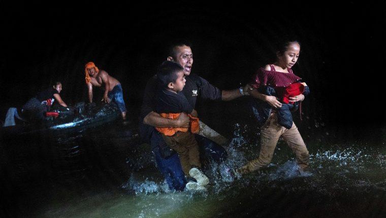 El tránsito de menores migrantes y familias se ha incrementado en México. (Foto Prensa Libre: AFP)