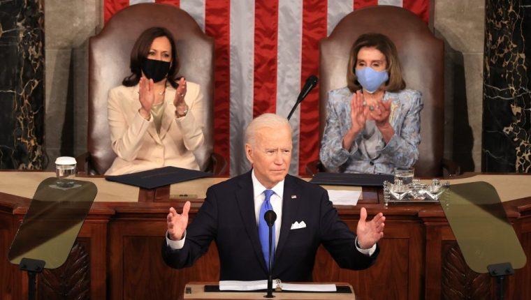 El presidente Joe Biden habla ante el Congreso sobre los avances logrados en sus primeros cien días de gobierno. (Foto Prensa Libre: EFE)