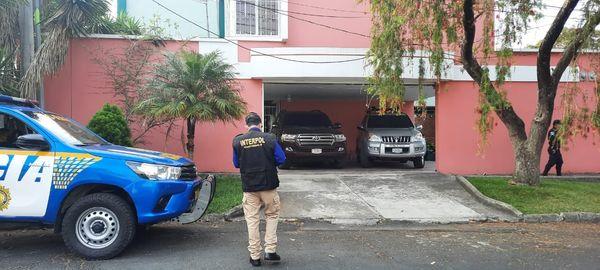 Agentes de la PNC participan en el operativo en el cual fue capturado el salvadoreño José Alfredo Rodríguez Avilés. (Foto Prensa Libre: PNC)