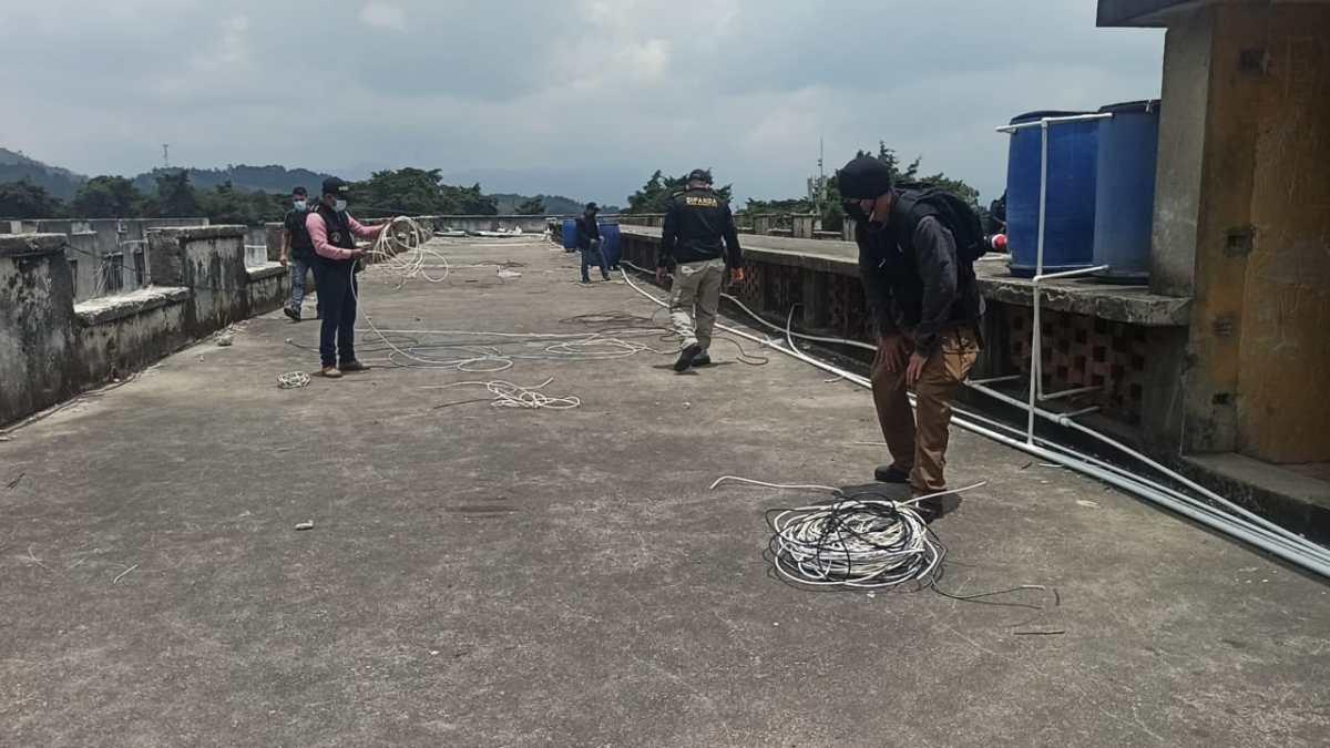 """""""El 15% de los reos delinque"""": Agentes desbaratan antena y conexiones de internet en Pavón"""