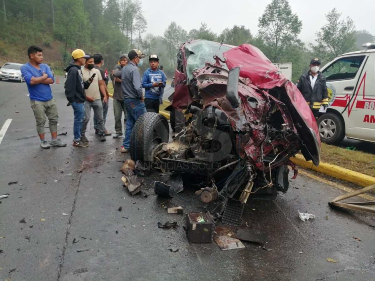 Muere niño de 11 años que manejaba un picop que chocó con un camión en Nahualá