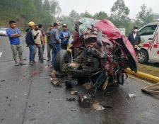 El picop en el que viajaba Lorenzo Ábner Tzoc Carrillo, de 11 años, quedó destruido en el kilometro 158 de la ruta Interamericana, Nahualá, Sololá. (Foto Prensa Libre: Tomada de Noticias Sololá)