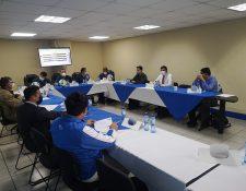 Autoridades de la Primera División y representantes de los equipos se reunieron este 19 de abril. Foto Prensa Libre: Liga Primera División.