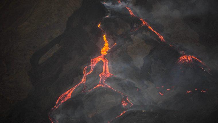 Fotografía que muestra la actividad del volcán Pacaya captada desde la aldea El Rodeo, en San Vicente Pacaya, Escuintla. (Foto Prensa Libre: EFE)