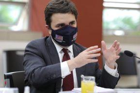 """Ricardo Zúñiga niega nuevos acuerdos de seguridad pero señala que es """"muy difícil"""" hacer cumplir la ley en fronteras"""