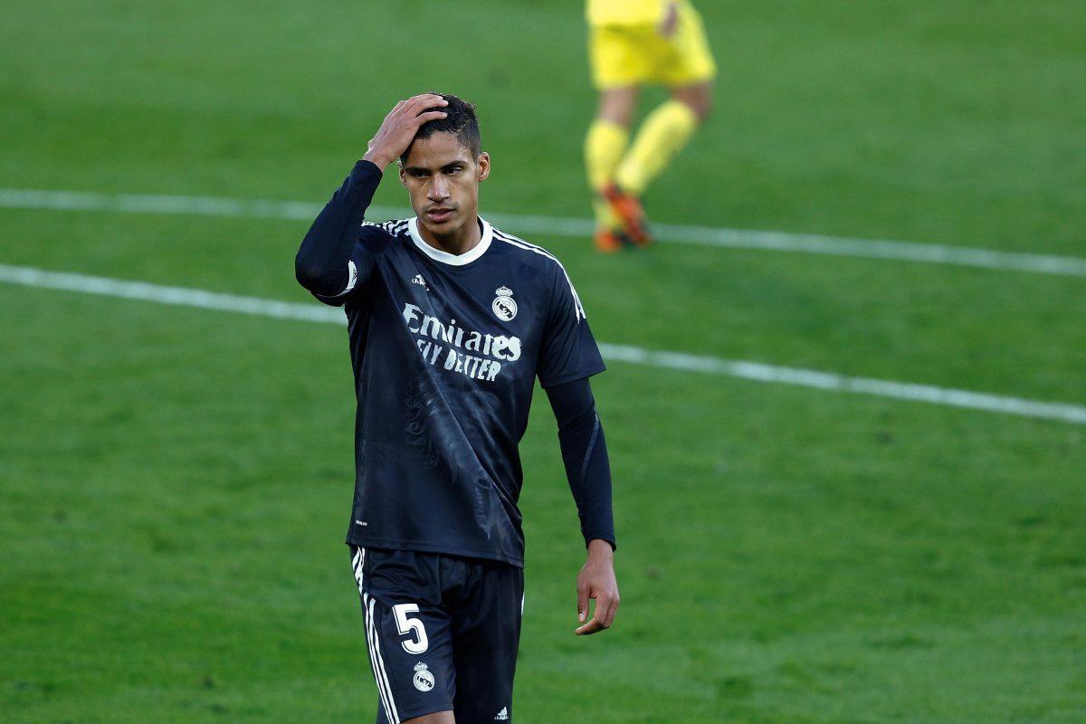 Raphael Varane, positivo al covid-19 y es baja en el Real Madrid ante Liverpool y en el Clásico