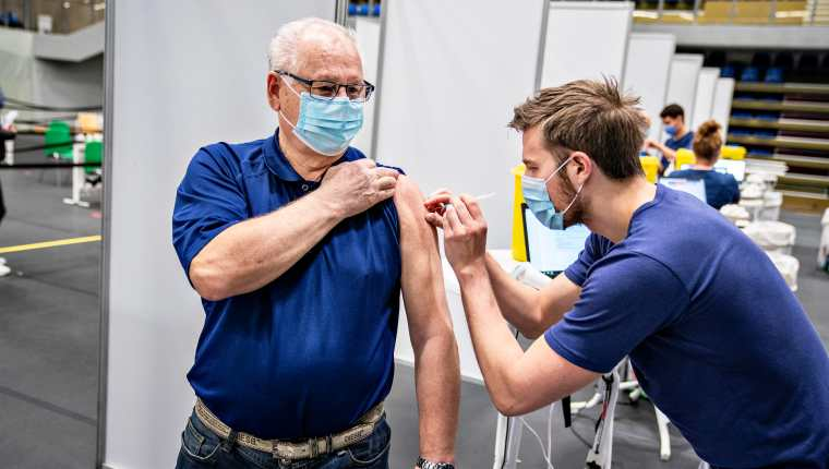 Dinamarca tiene uno de los índices de vacunación del mundo. (Foto Prensa Libre: EFE)