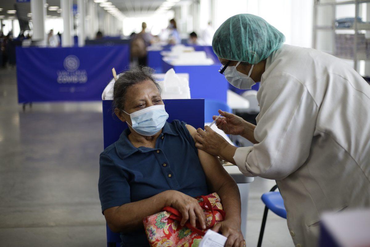 El Salvador y Honduras recibirán US$70 millones del Banco Mundial para comprar vacunas contra el coronavirus