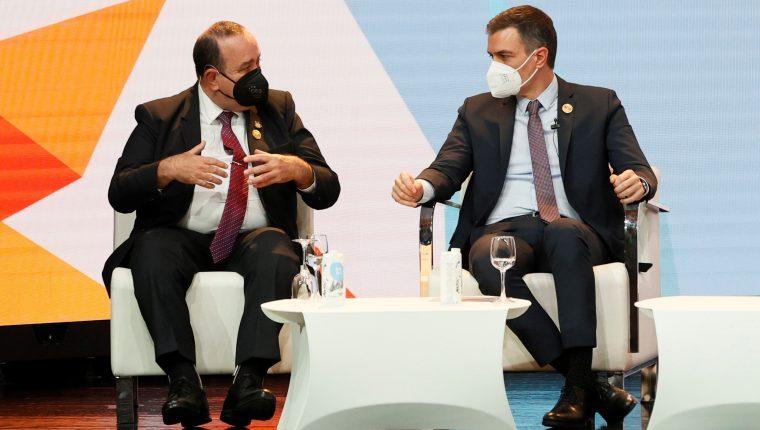 El presidente Alejandro Giammattei  y el  presidente del Gobierno español, Pedro Sánchez,  durante el XIII Encuentro Empresarial Iberoamericano en Andorra (Foto Prensa Libre: EFE)