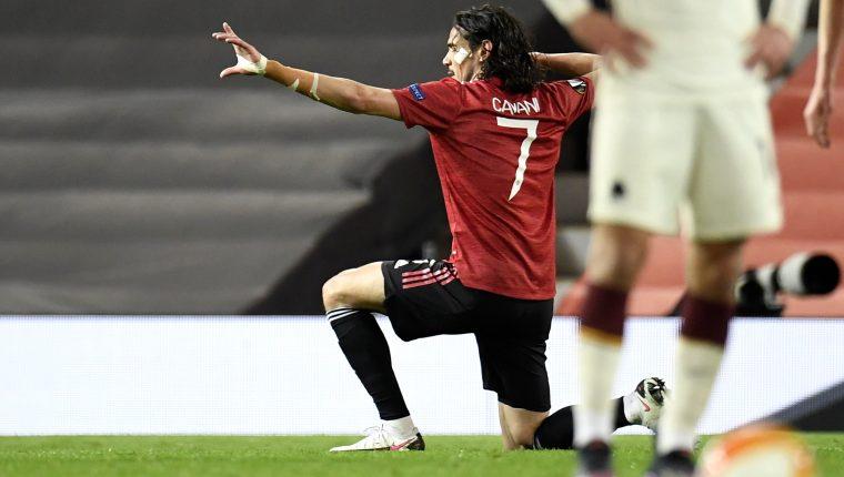 Edinson Cavani del Manchester United celebra uno de los dos goles que marcó ante la Roma. Foto Prensa Libre: EFE.
