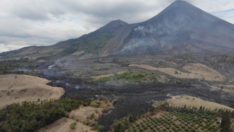 EL flujo de lava del volcán Pacaya avanza sobre plantaciones de café. (Foto Prensa Libre: Conred)