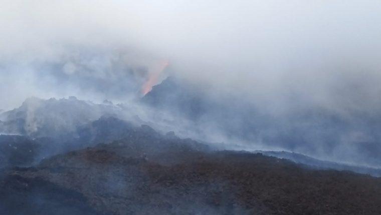 La formación de una nueva fisura en el Volcán de Pacaya causa preocupación a vecinos del sector. (Foto Prensa Libre:)