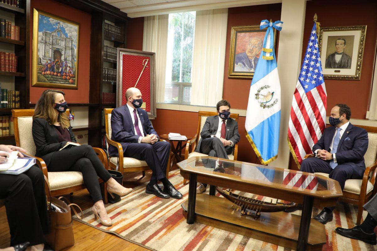 Ricardo Zúñiga, enviado especial de EE. UU., inicia gira por Guatemala y El Salvador con el tema de migración de fondo