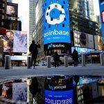 La valla publicitaria de Nasdaq en Times Square en Nueva York le da a la bienvenida a Coinbase el miércoles 14 de abril de 2021, antes de su debut en el mercado bursátil. (Gabby Jones/The New York Times)